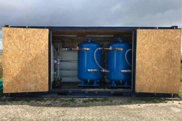 Mobilt anlæg med aktivt kul til at rense drikkevand