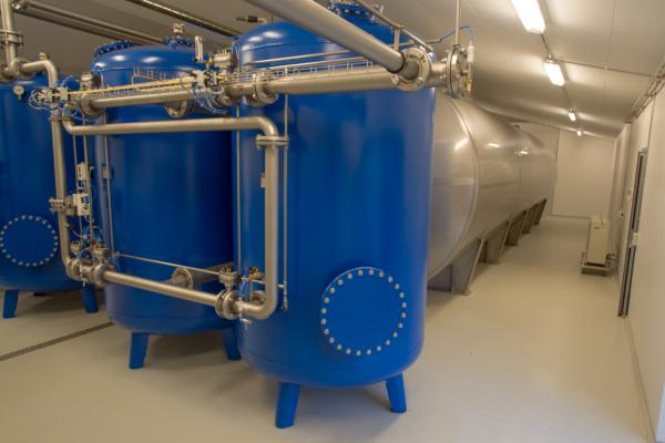 Trykfilter og rentvandstank til renset vand på vandværk
